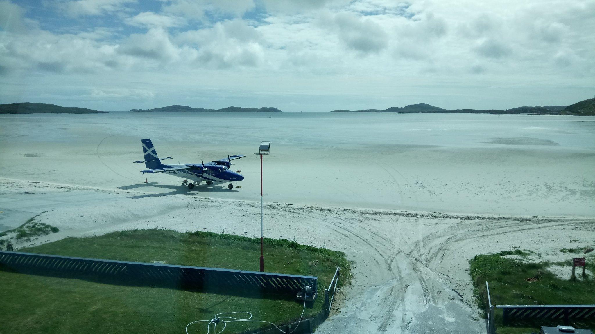 El extraño aeropuerto cuya pista desaparece dos veces al día