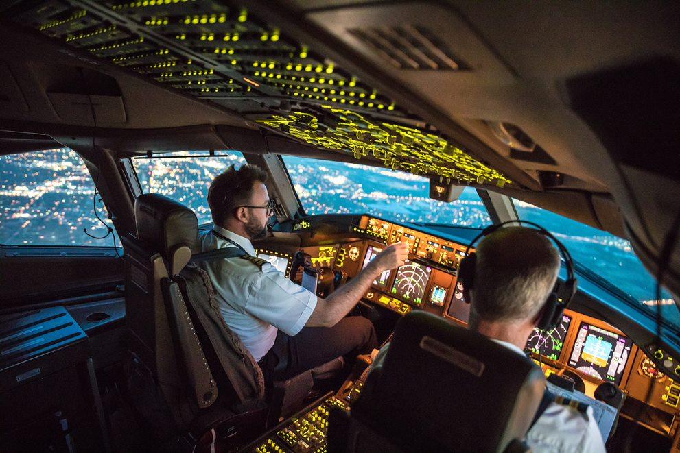 Crece demanda por pilotos de aviación comercial en México