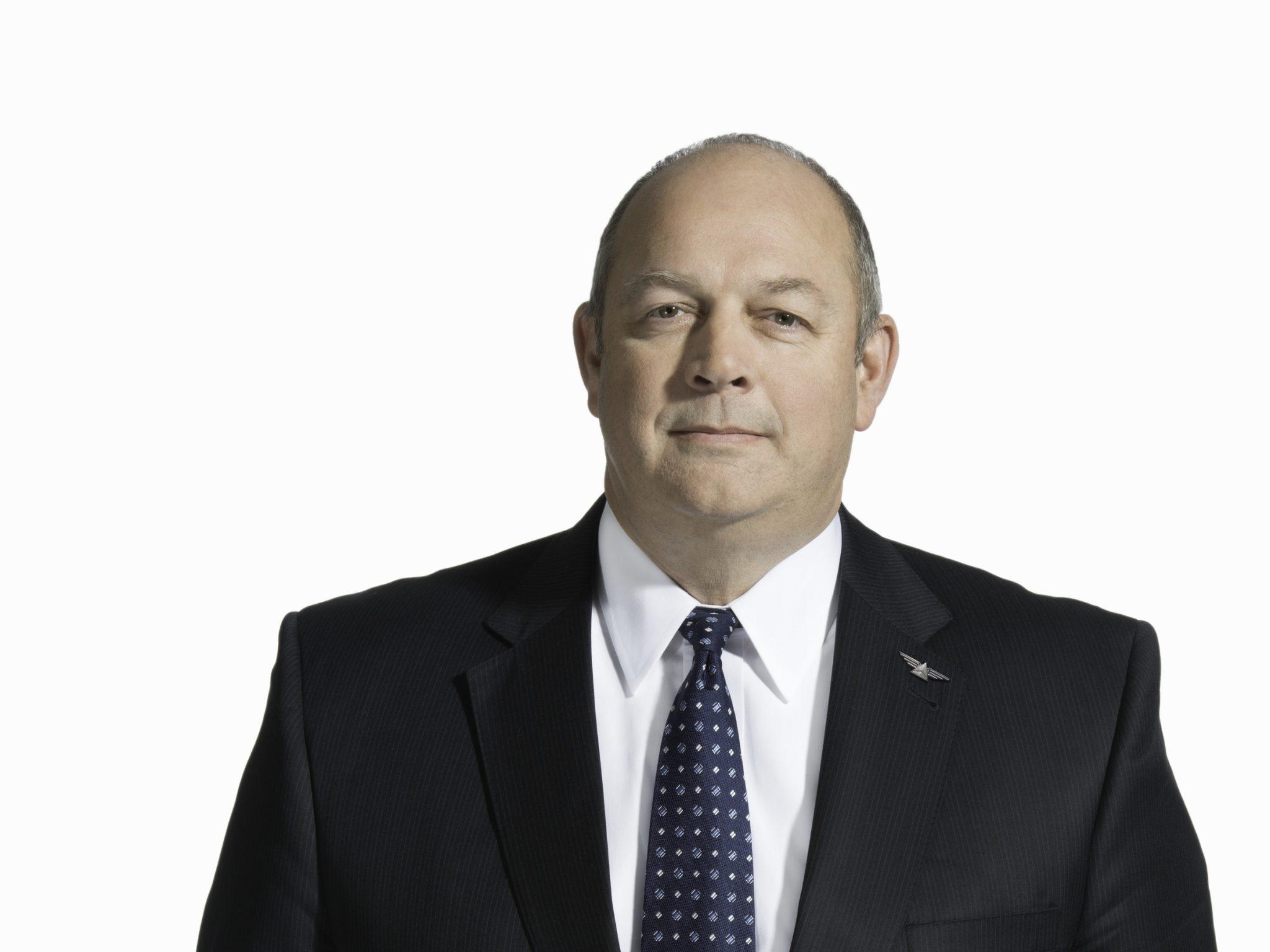 Stephen M. Dickson jura su cargo como nuevo administrador de la FAA