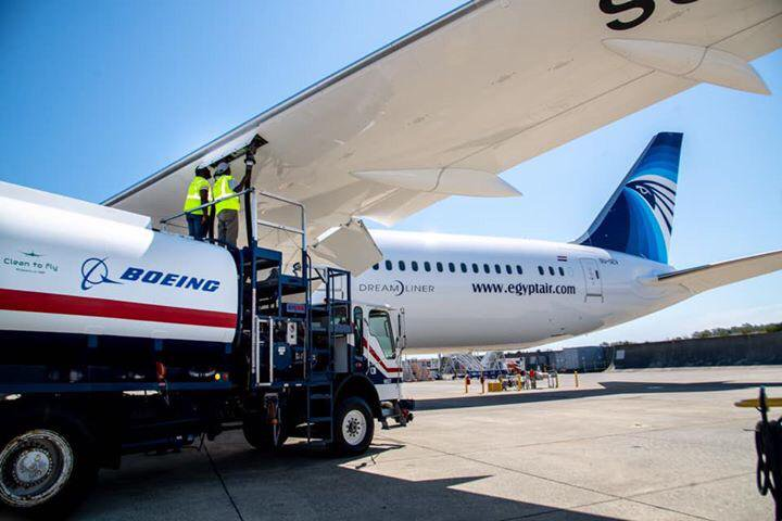 El nuevo Boeing 787 Dreamliner para Egyptair voló a su base con biocombustible
