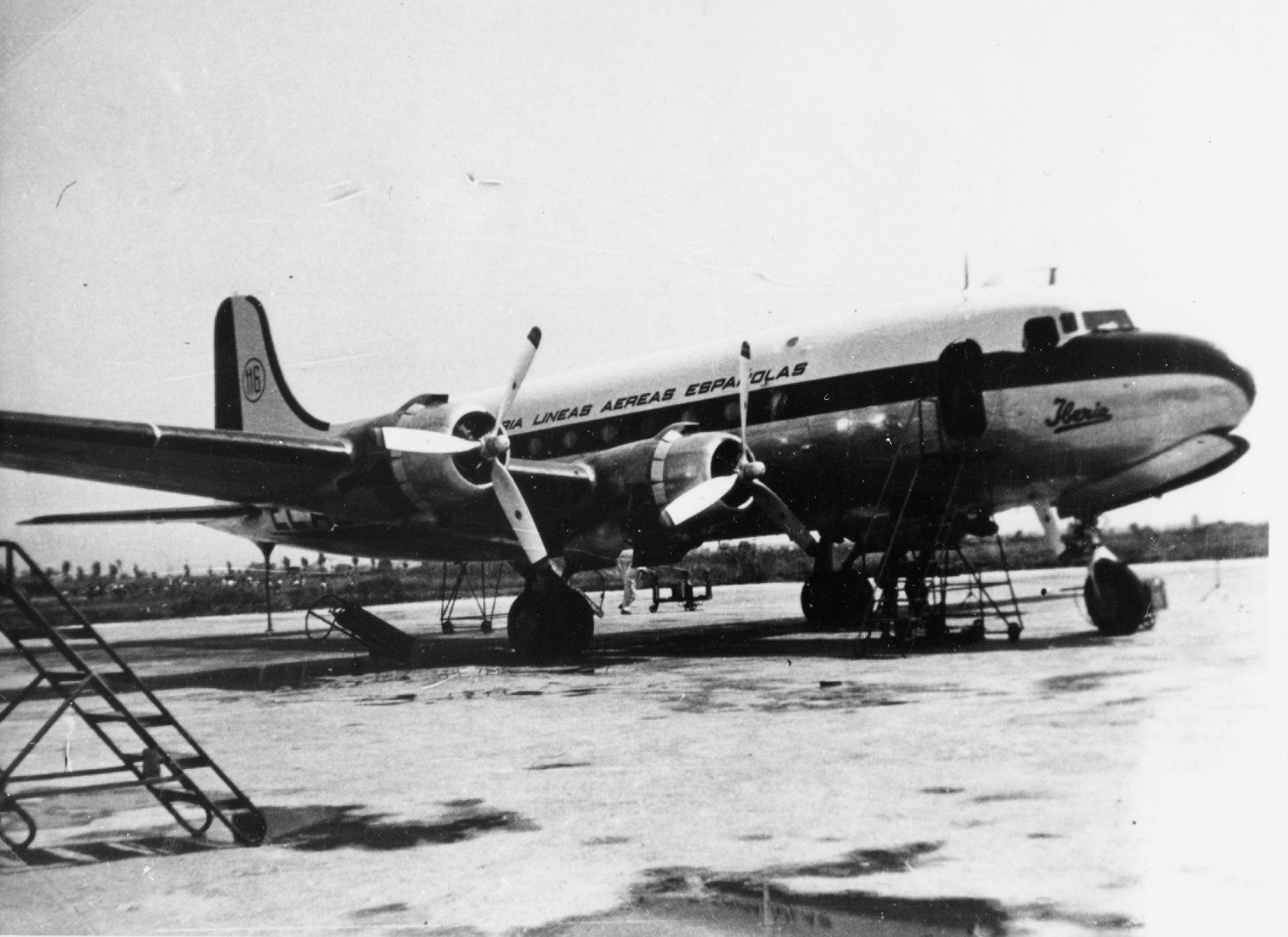 Iberia celebró el 70º aniversario de vuelos a París