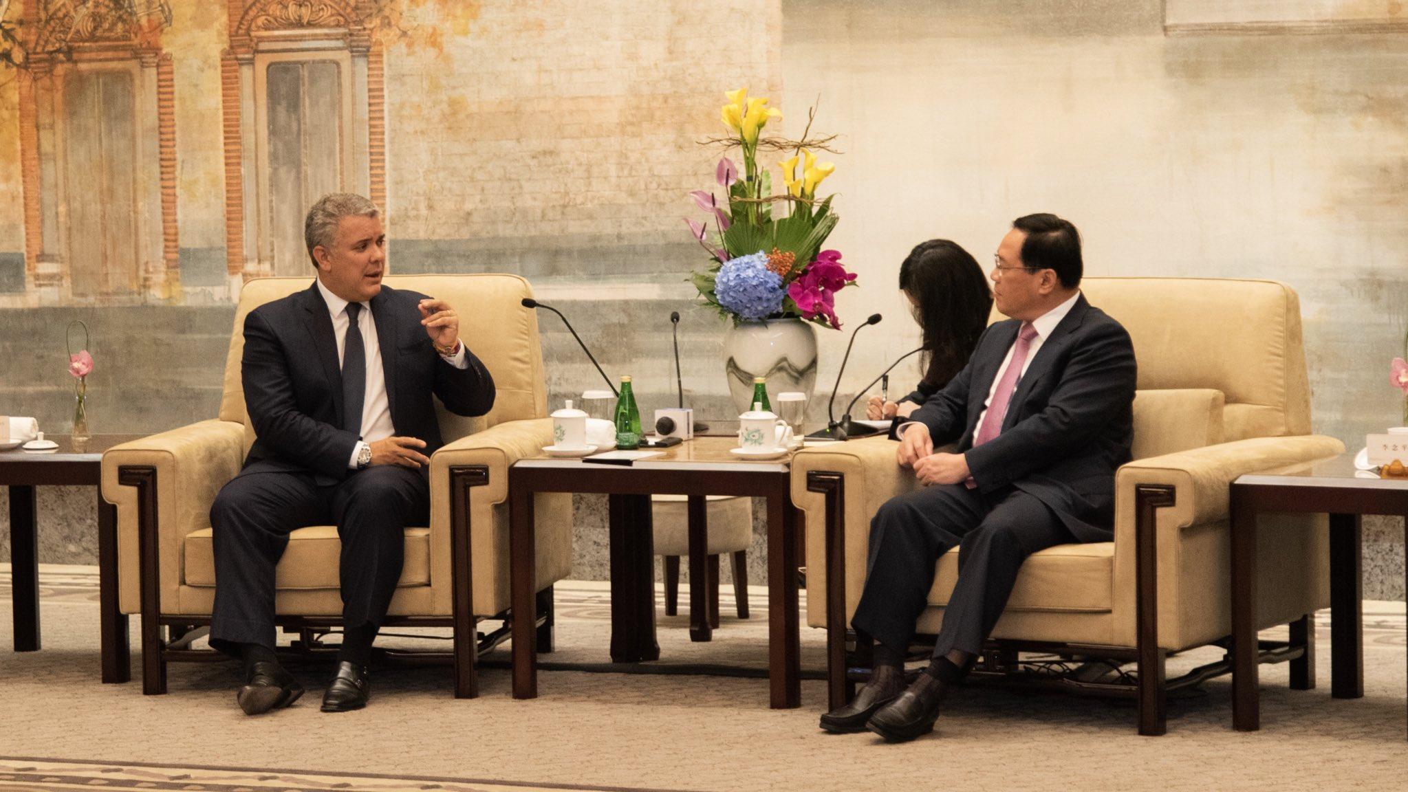 Colombia busca un vuelo directo con China para quintuplicar los arribos