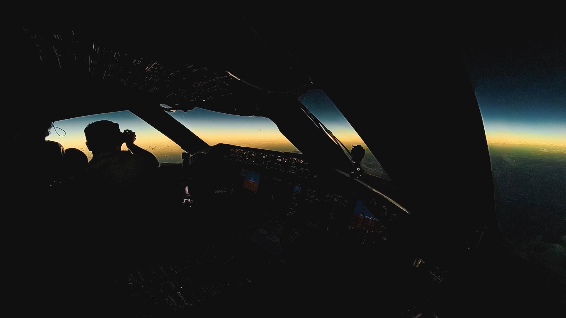 Tripulantes y pasajeros vieron el eclipse total de sol a más de 10 mil metros de altura