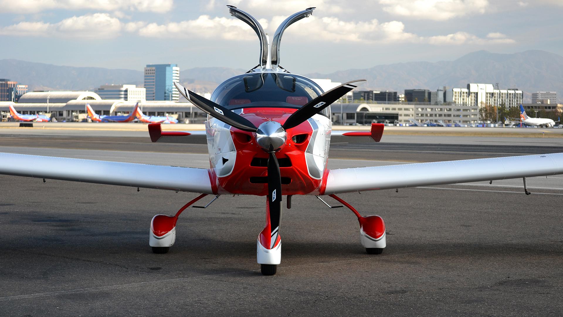 Varios jóvenes vuelan desde Sudáfrica a Egipto en un Sling-4 ensamblado por ellos mismos