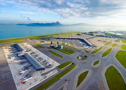 Aerolíneas piden al Gobierno hongkonés recorte temporal de gastos operativos