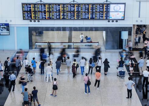 El aeropuerto de Hong Kong reanuda su actividad