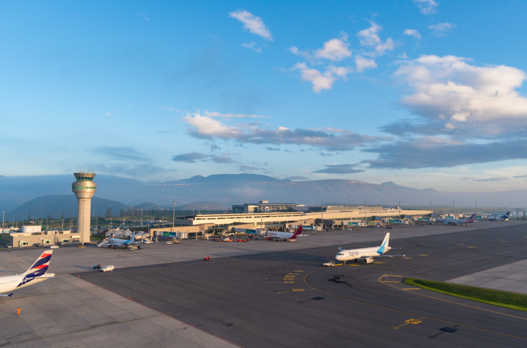 Aeropuerto de Quito suspenderá operaciones por mantenimiento de pista