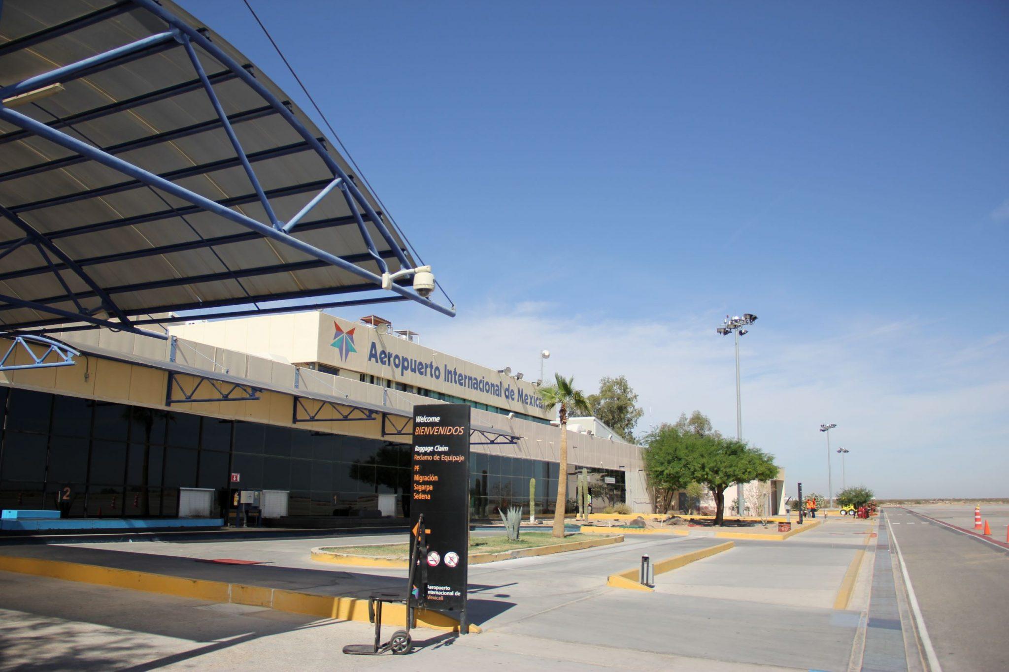 Instalan nuevos quioscos, puertas de embarque y check-in en el Aeropuerto Mexicali de México