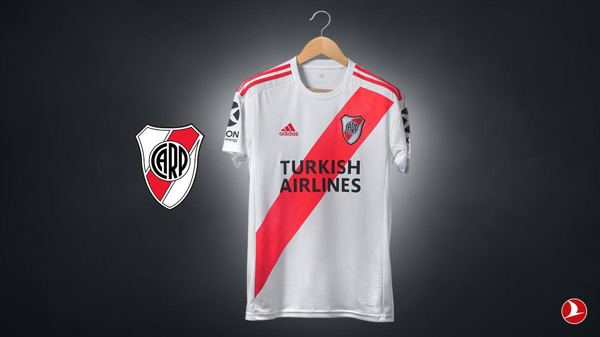 La pelea millonaria de las aerolíneas por las camisetas top del fútbol emigró de Europa a la Argentina
