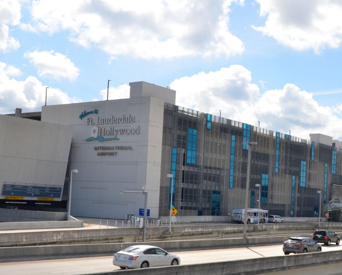 Hoy reabrirán el aeropuerto de Fort Lauderdale