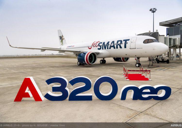 JetSMART celebra la llegada de su primer A320neo con desfile en las alturas