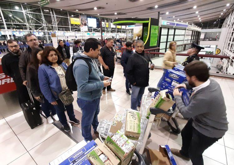 Aeropuerto de Santiago y líneas aéreas realizan máximos esfuerzos para asegurar vuelos ante masiva protesta social y escalamiento de la violencia