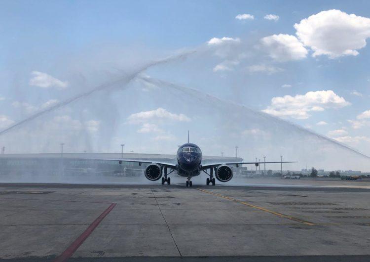 Azul estrena el mayor avión de pasajeros de Embraer