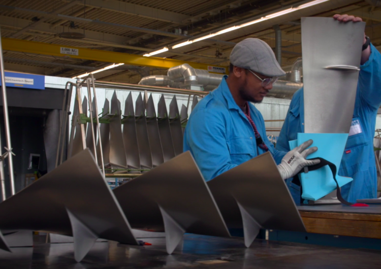La aerolínea holandesa KLM fabrica piezas de mantenimiento a partir de botellas PET
