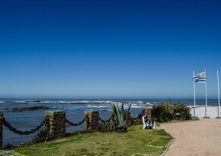 Uruguay anunciará en menos de 10 días si abre o no al turismo extranjero