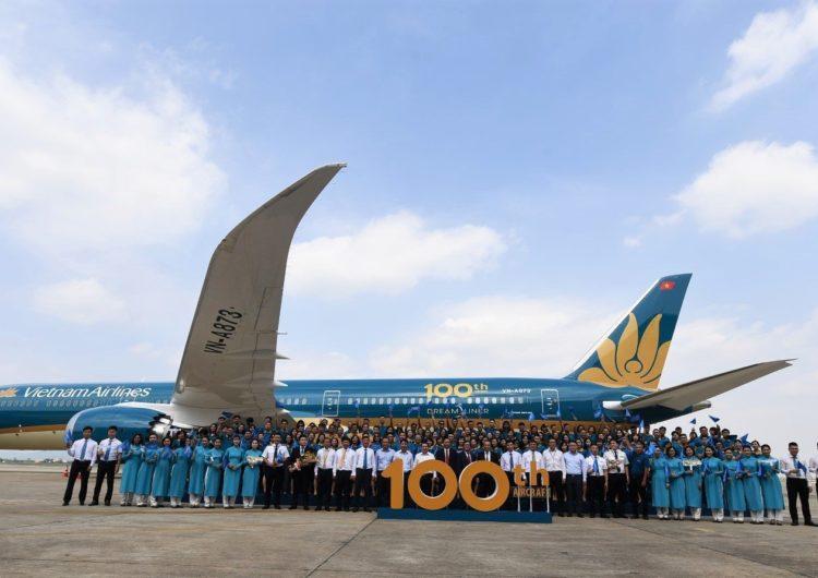 Vietnam Airlines celebró la llegada de su aeronave número 100