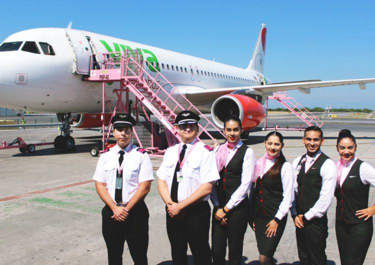 Viva Aerobus pinta de rosa sus alas y uniformes en contra del cáncer de mama