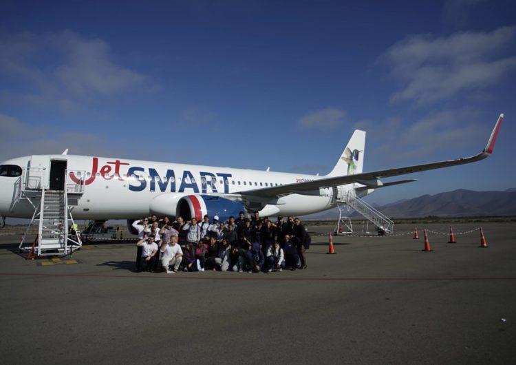 JetSMART y la Fundación Amigos del Real Madrid llevan a niños a disputar un amistoso en La Serena, cumpliendo el sueño de volar por primera vez en avión
