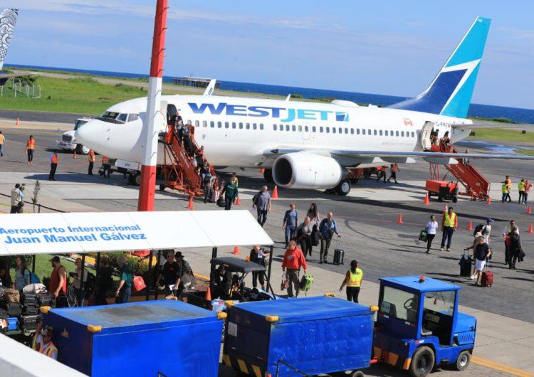 Inauguran En Roatán Nuevo Vuelo De Aerolínea WestJet