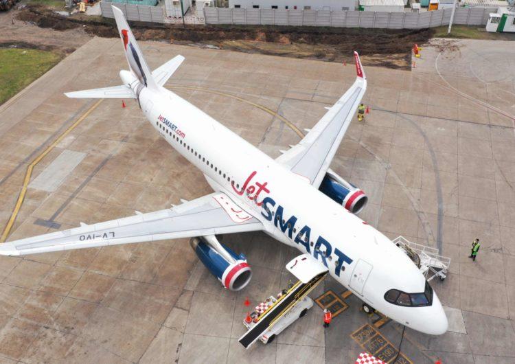 JetSMART reduce su operación en un 70% y solo mantiene un mínimo de vuelos internacionales para apoyar en la repatriación de los pasajeros