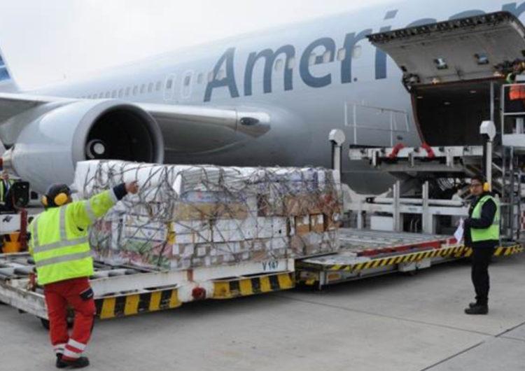 Toneladas de flores nacionales fueron transportadas por American Airlines en el mes de san valentín