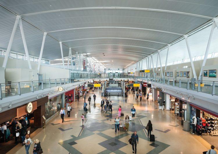 Limitan la entrada a los aeropuertos de Nueva York a ciertas personas