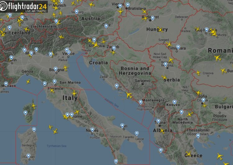 Imágenes de Flightradar muestran cómo ha caído el número de vuelos en el mundo por la pandemia