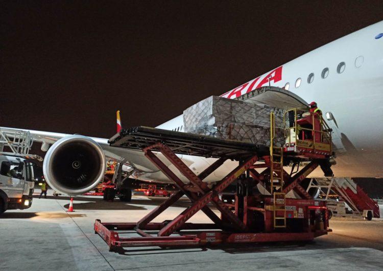 Iberia: El primer avión del Corredor Aéreo Sanitario llega a España con 3 millones de mascarillas para hospitales