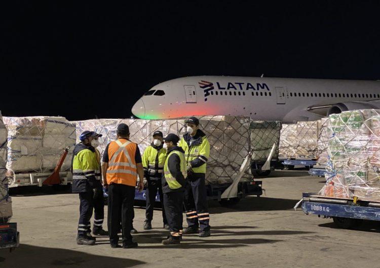 LATAM realiza nuevos vuelos especiales a Isla de Pascua para llevar insumos médicos y alimentos y traer pasajeros varados