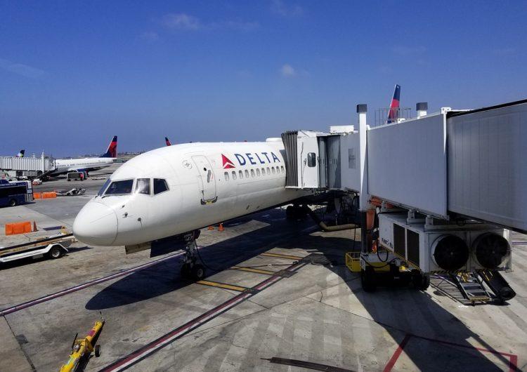 Delta Air Lines discute como avanço da vacina impacta retomada aérea
