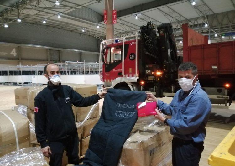 Mantas y neceseres de Iberia para el hospital de Fira Salut de Barcelona