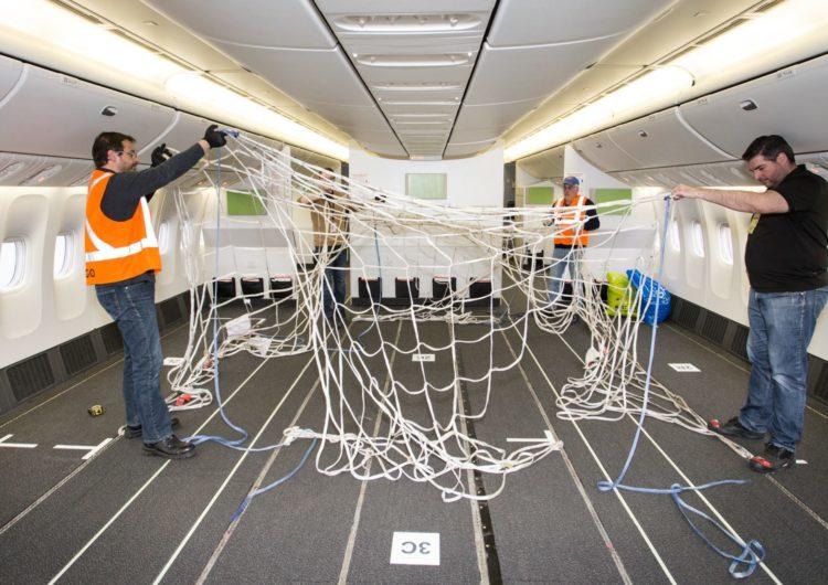 Air Canada reconfigura la cabina de pasajeros de tres Boeing 777-300 para transportar más carga