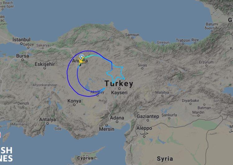 Turkish Airlines dibujó la bandera nacional más grande del mundo en el cielo para honrar la fundación de la Gran Asamblea Nacional de Turquía