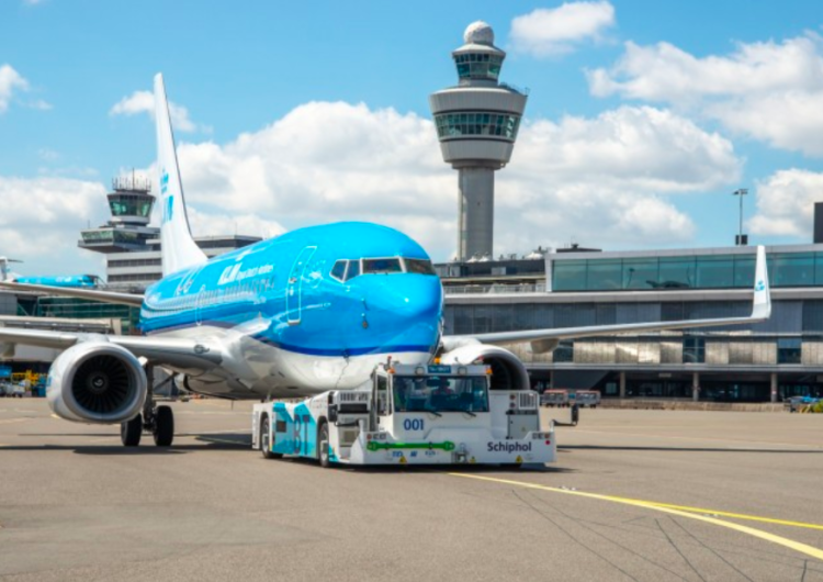 KLM prueba nuevo equipo sostenible de rodamiento  de aviones en pista