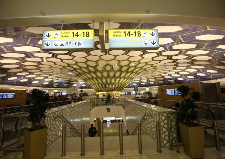 Instalan elevadores 'touchless' en Aeropuerto de Abu Dhabi