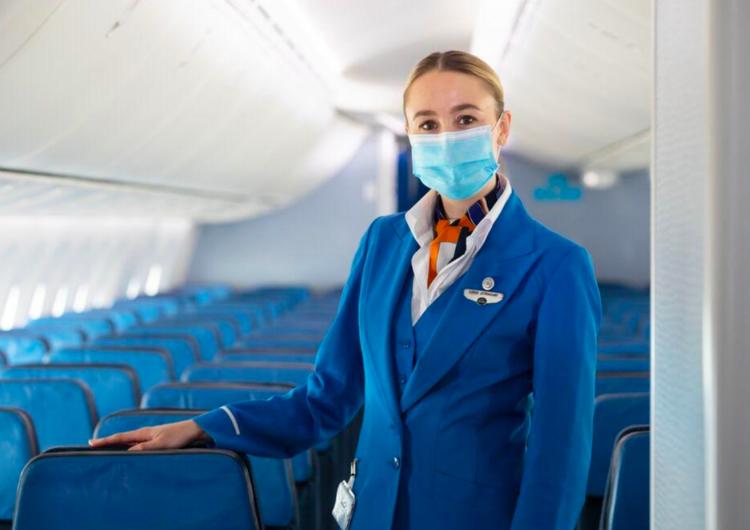 ¿Cómo es volar durante la pandemia?  Tripulantes de KLM despejan dudas