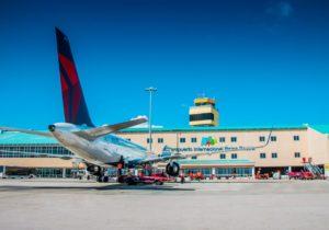 El Aeropuerto Internacional Reina Beatrix (AUA) recibe acreditación en el Nivel 1 del Programa de Acreditación de Huella Carbono (ACA)