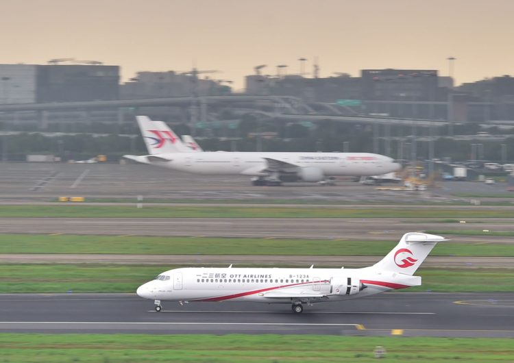 Air China, China Eastern Airlines y China Southern Airlines reciben los primeros ARJ21-700
