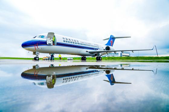 China Southern Airlines inicia uso comercial de avión ARJ21 de fabricación nacional