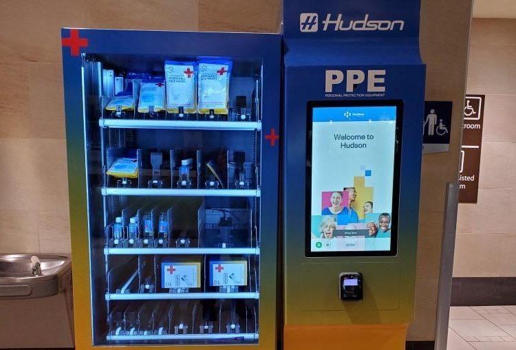 Aeropuerto de Phoenix instala dispensadores de cubrebocas y termómetros