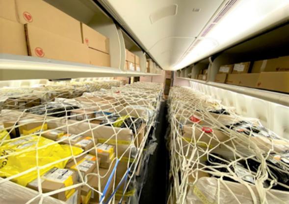 La razón por la cual las aerolíneas están convirtiendo los aviones de pasajeros en cargueros
