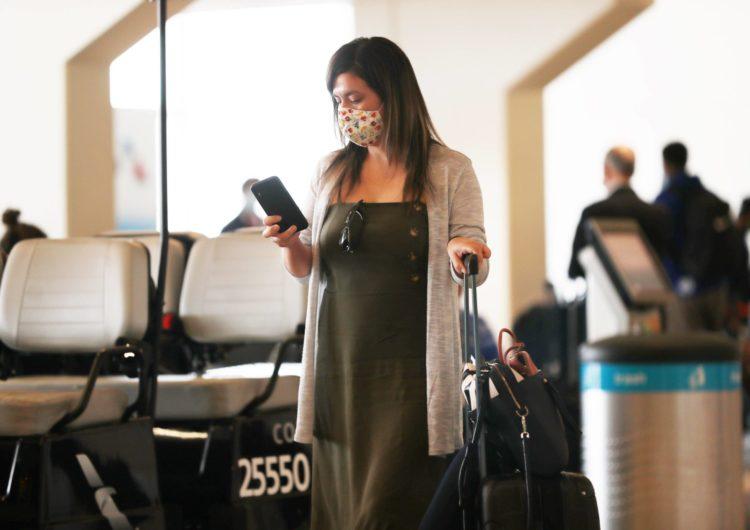 Aeropuerto Internacional DFW exige uso de mascarillas desde este jueves