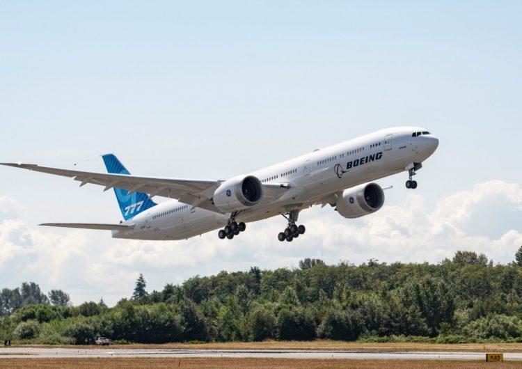 El tercer Boeing 777X completa su primer vuelo