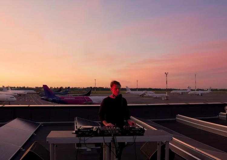 Una «miniópera electrónica» dedicada a la aviación en tiempos de crisis (y grabada en un aeropuerto)