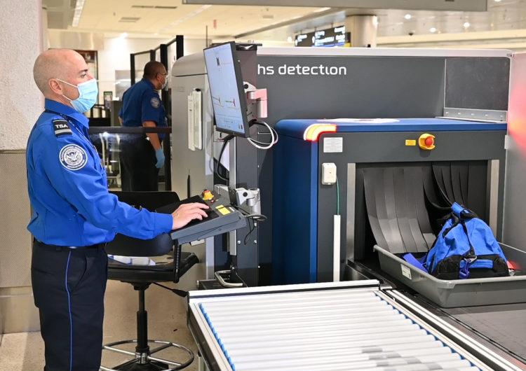 Aeropuerto Intl. de Miami aplica tecnología 3-D para equipaje de mano