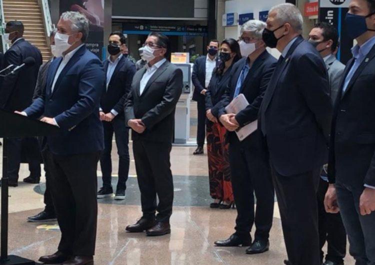 Colombia: Presidente Duque recibió primer vuelo entre Bucaramanga y Medellín