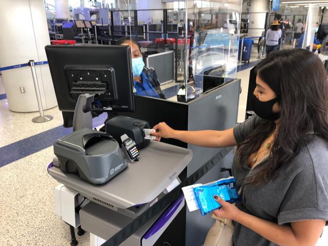 Aeropuerto Internacional de Los Ángeles recibió un tercio de sus pasajeros en 2020