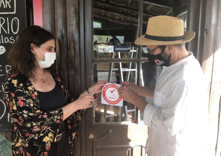 """Turismo en pandemia: Hay más de 2.000 hoteles, campings y servicios que cuentan con el """"sello covid"""" para operar en Chile"""
