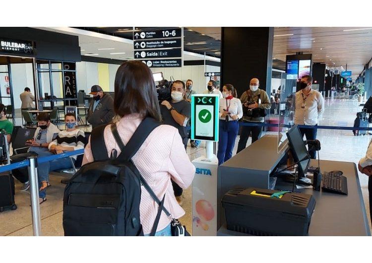 Aeroporto de Florianópolis testa embarque por reconhecimento facial