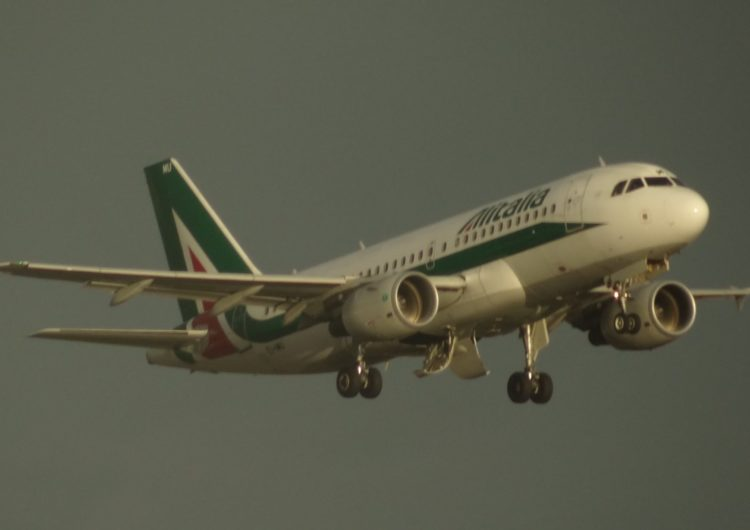 Bruselas aprueba la ayuda italiana de 73 millones de euros a Alitalia